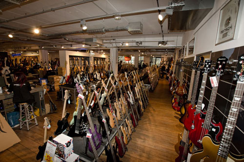 MusicStore-MusicStoreShop:/department-footer/Bass-1.jpg