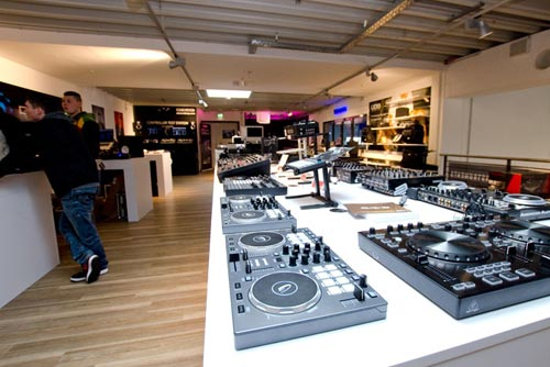 MusicStore-MusicStoreShop:/department-footer/DJ-1.jpg